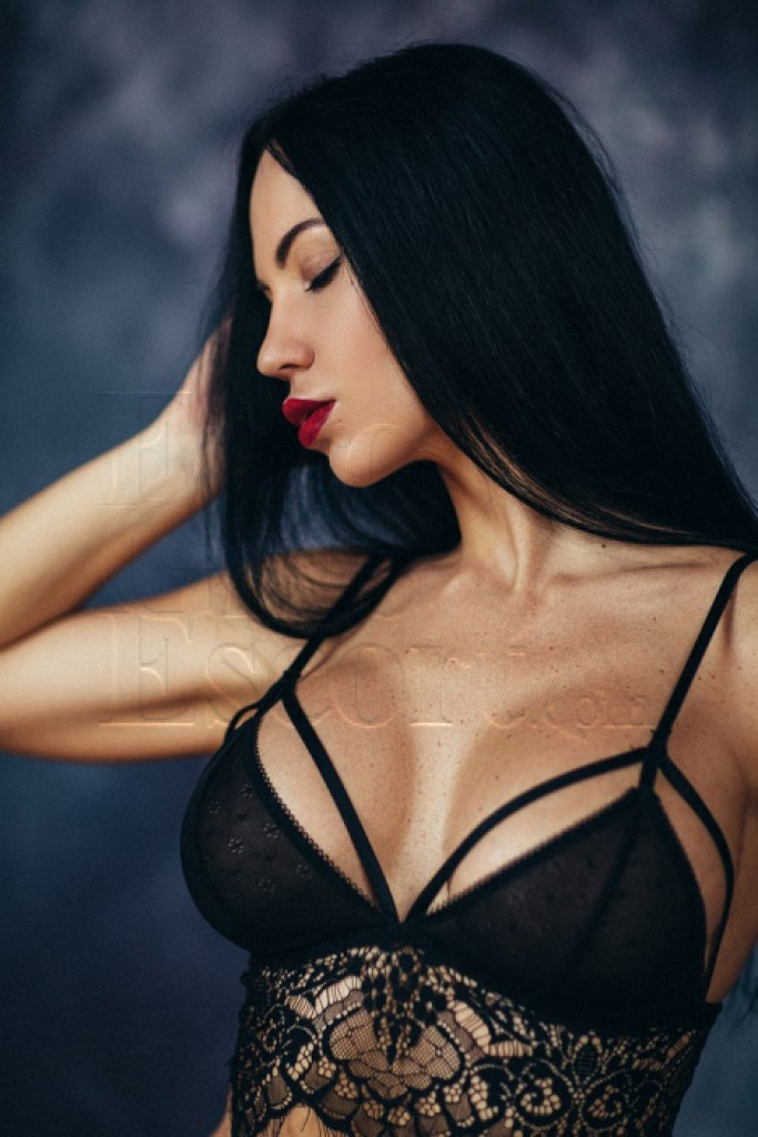 Escort Carla - beautiful girls from Milan