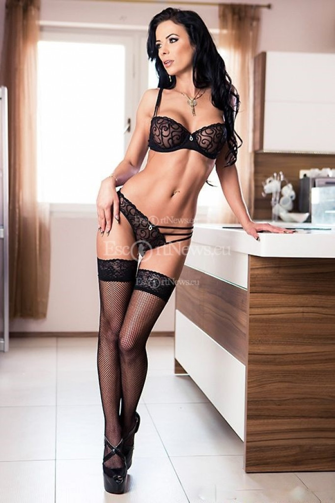 Escort Shalina Devine - beautiful girls from Milan